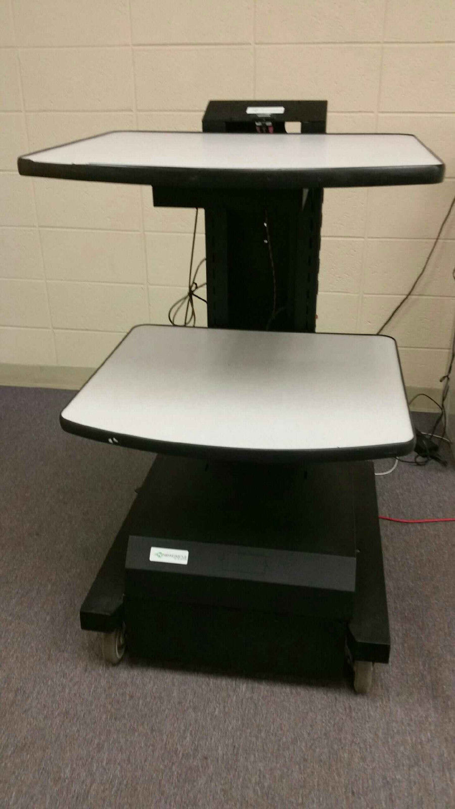 Used Newcastle Systems NB Series Powered Workstation